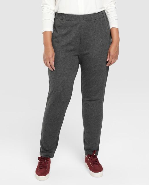 Todo sobre los pantalones plus size - pantalones grises