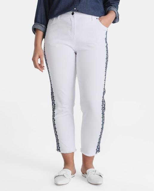 Moda vaquera para tallas grandes ¡en rebajas con Couchel! - pantalones talla grande en blanco