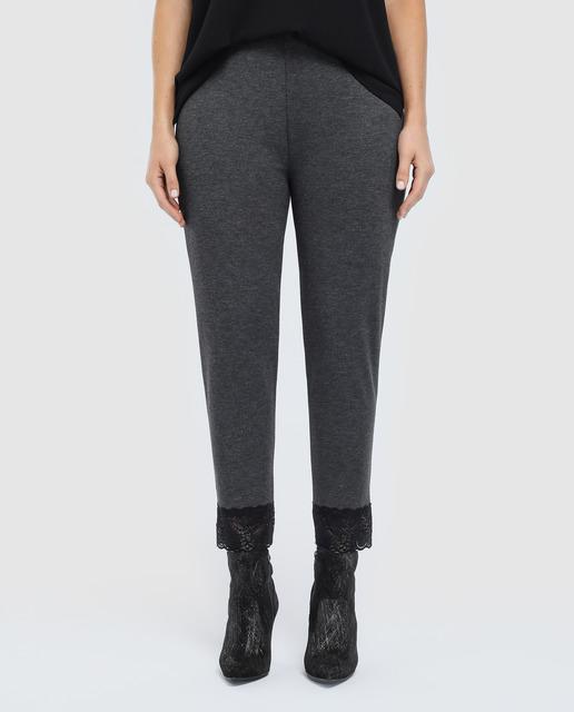 Todo sobre los pantalones plus size - pantalones grises con encaje