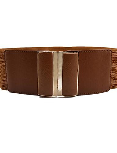 Cinturones anchos destacan la figura
