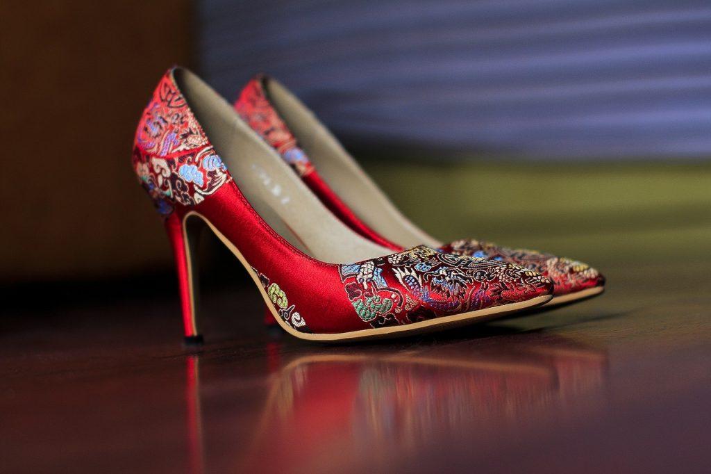 zapatos tacón bordados