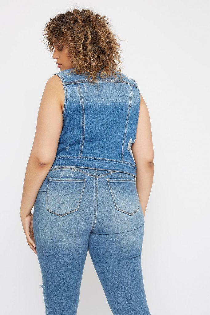 Combinar un chaleco de jeans chicas tallas plus
